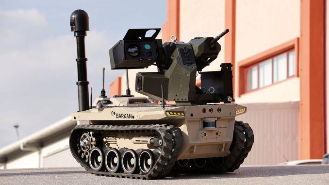 robotų kareivis Barkanas iš skaitmeninio padalinio ruošiasi tarnybai