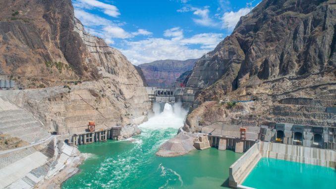 Der siebtgrößte Staudamm der Welt erreicht seine volle Kapazität