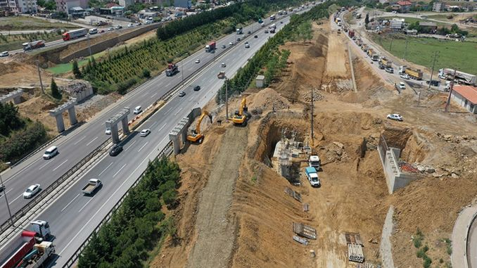 Road widening and bridge construction continues in the giant project in gebze