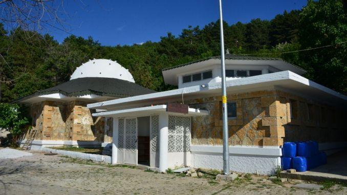 Bade i det termiske turistcenter i Murat Dagi renoveres