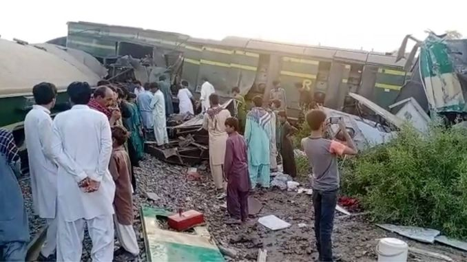 pakistan train crash least