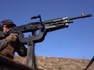 揺るぎないものから憲兵隊へのpmt機関銃の配達