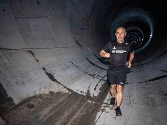 ryto bėgimas narlidere metro tunelyje nuo sojos