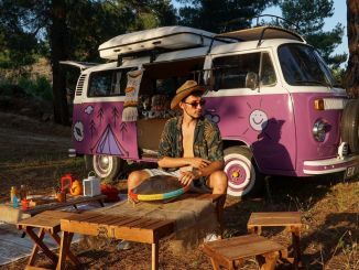 youtuber and blogger emre durmus explores izmir with visitizmir application