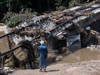 ألحقت كارثة الفيضانات في ألمانيا أضرارًا جسيمة بالسكة الحديدية التي يبلغ طولها كيلومترًا