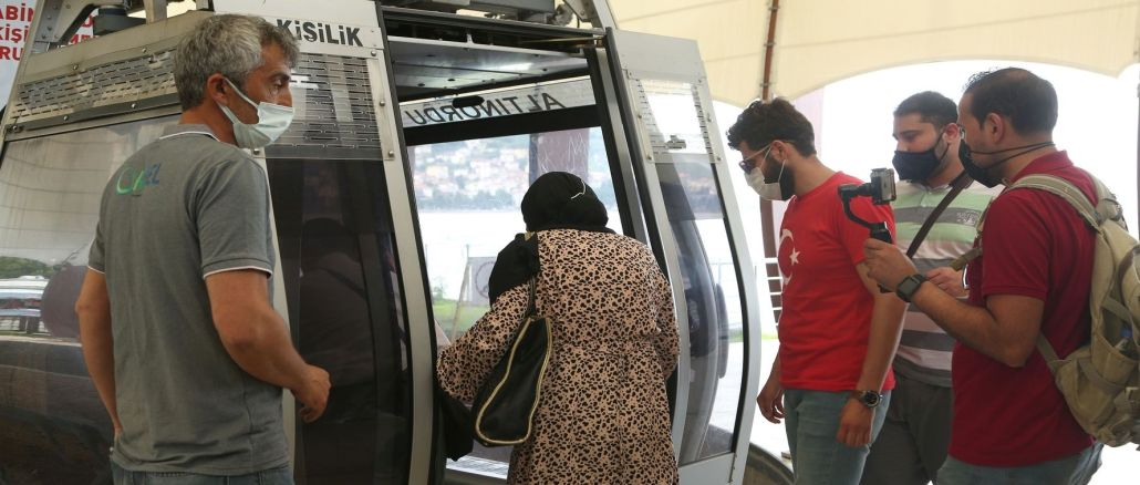 Boztepe cable car hosted a thousand people during the holiday