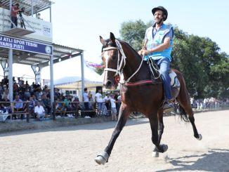 Các cuộc đua ngựa nhịp độ được tổ chức ở Bursa thật ngoạn mục