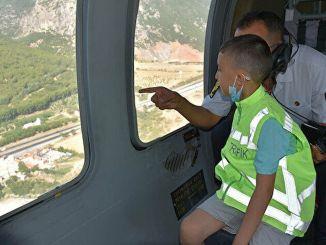 Мечта извечного лба с массой в сердце полететь на вертолете осуществилась.