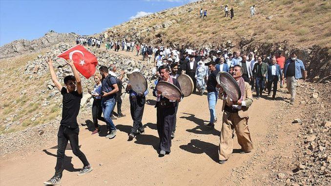 In der vom Terrorismus befreiten Häuptlingsregion Mount Cudi wurde ein Festival abgehalten.