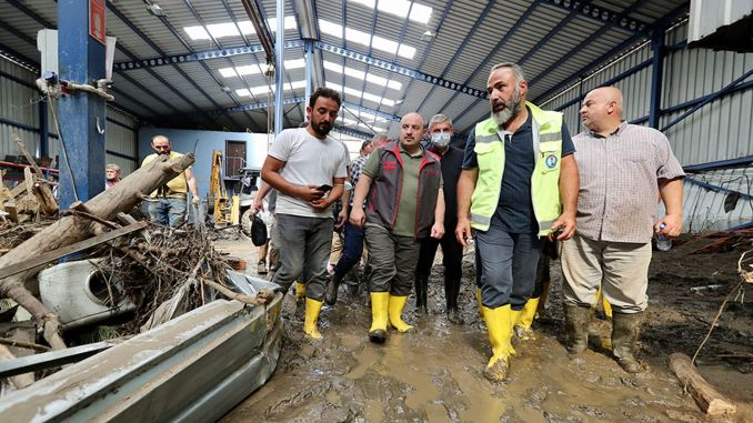 Minister Varank visited the industrial sites affected by the flood