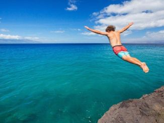 צלילה לים או לבריכה עלולה לגרום לפציעות קשות מאוד.