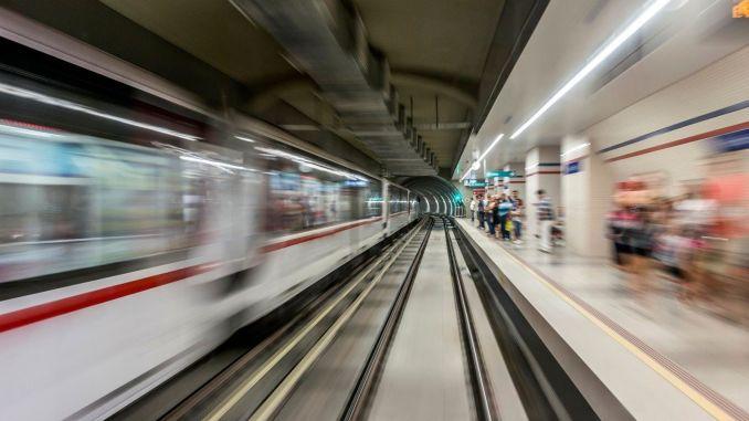 izmirde metro istasyonlarinda ucretsiz internet donemi basladi