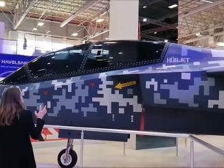 जेट प्रशिक्षण और हल्के हमले वाले विमान हर्जेट आईडीईएफ का भी प्रदर्शन किया गया