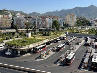 Umzug gegen Dürre Gründachzeit in großen Gebäuden in Izmir