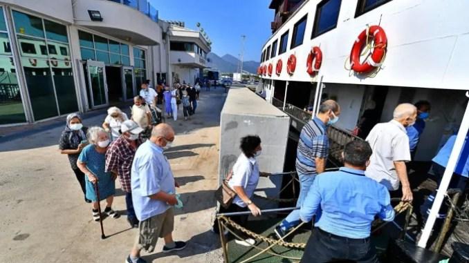 Nostalgični trajekt Bergama plovio je ovaj put za starije Izmirce.