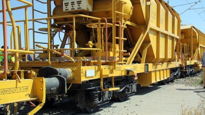 Dva vagona teretnog voza koji je manevrirao u gipsu iskliznula su iz šina