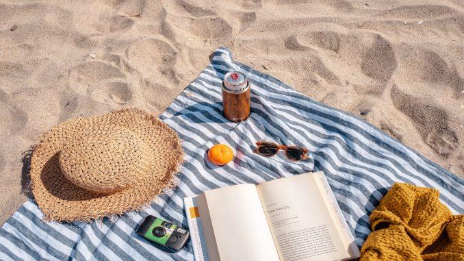 Holiday book beach