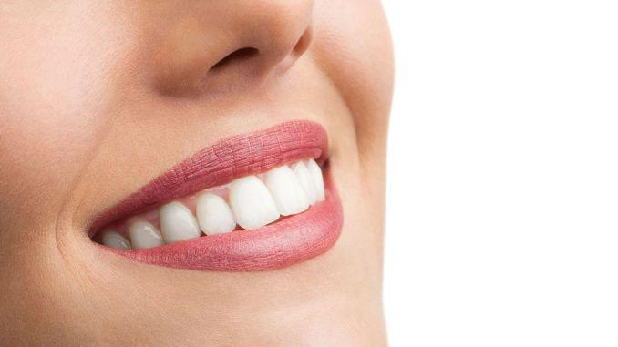 Achten Sie beim Zähneputzen auf diese Punkte.