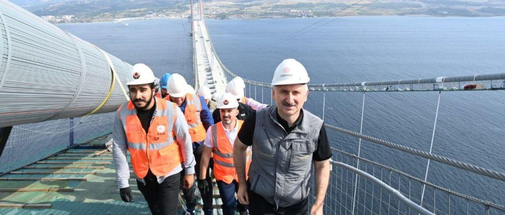 karaismailoglu walked from Anatolia to Europe through the cat path on the canakkale bridge