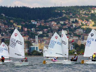 การแข่งขันเรือใบมองโลกในแง่ดีของ Kocaeli เริ่มต้นขึ้น