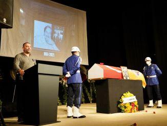 โรงละครหลัก ferhan sensoy ได้รับเกียรติในการเดินทางครั้งสุดท้ายของเขา