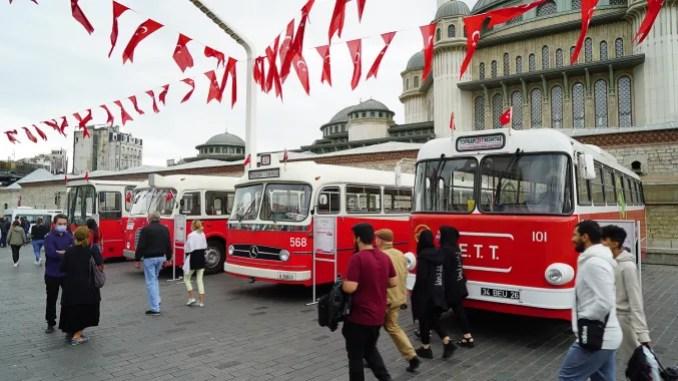 IETT nci Yilinda Nostaljik Arac Filosu Ile Istanbullularin Karsisinda