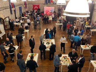Izmir Körfez Festival Notfall-Cocktail statt