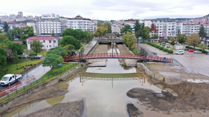 Renewed pedestrian bridge on Altınordu coast is opened for use