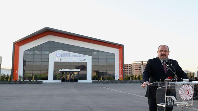 تحدث الوزير فارانك في افتتاح مصنع كونيا النموذجي.