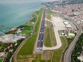 Lani popravljeno letališče Trabzon so zaradi nujne pomoči znova zaprli.