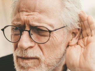 فقدان السمع يمكن أن يسبب الخرف