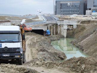 Der Bau der Straßenbahnlinie des Stadtkrankenhauses Kocaeli beginnt wieder