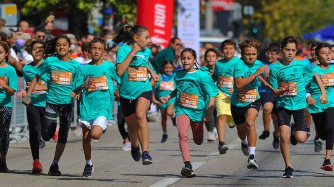 Athleten liefen, um in eker i run einen Unterschied zu machen