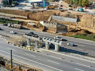 Die neue Lazova-Brücke wird gebaut