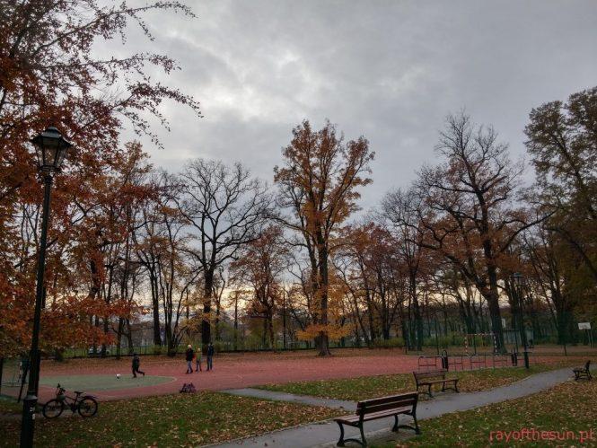 korty-tenisowe-jesienia-park-jordana