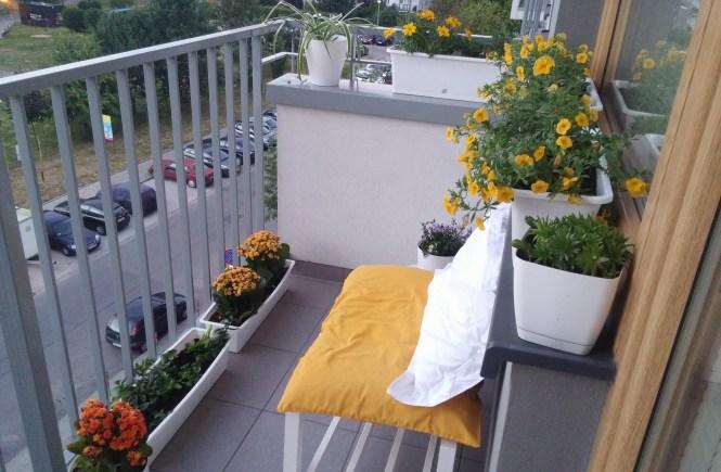 żółty balkon