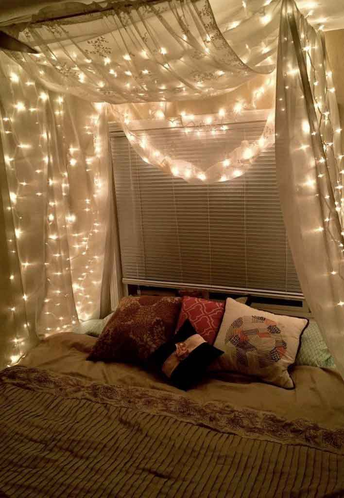 decorate canopy bed curtains with lights