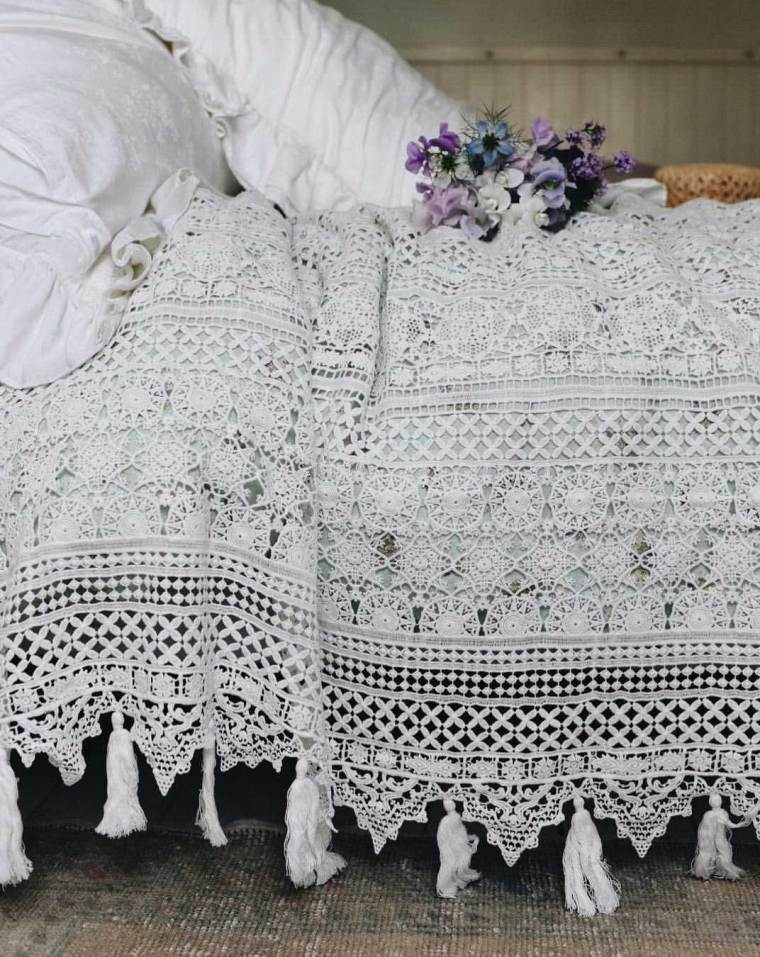 Add Comfy and Feminine Vibe With Simply Shabby Chic Bedding Ideas   Raysa House