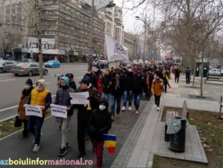 Două proteste