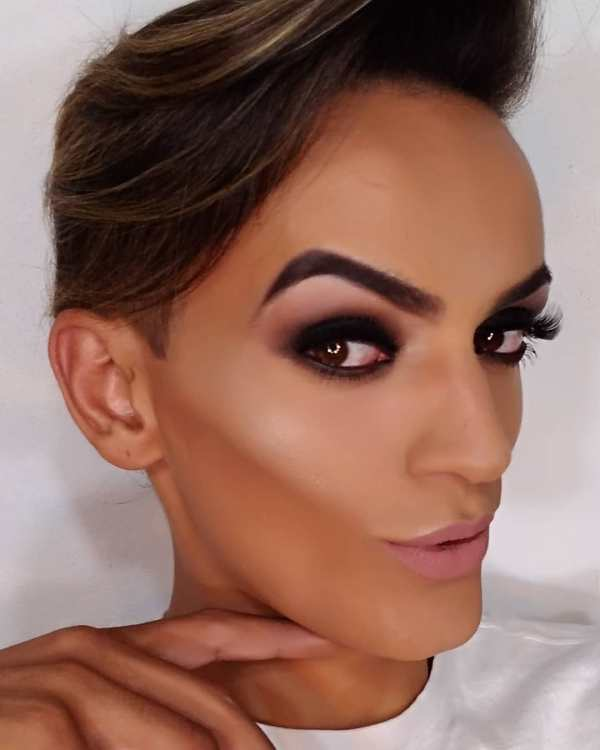 ex-morador rua conquista internet tutoriais maquiagem