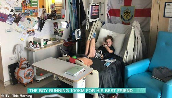 garoto arrecada dinheiro para tratamento de amigo