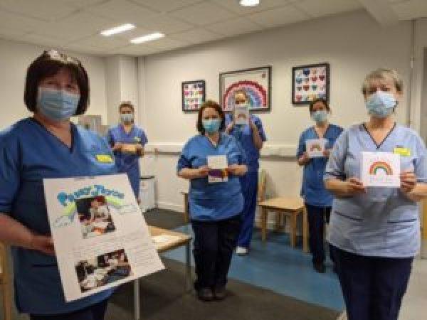 Adolescente autista envia mais de 600 cartas de agradecimento para profissionais de saúde britânicos 3