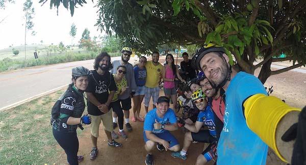 Márcio Francisco Martins com amigos durante sua viagem de bicicleta pelo Brasil para criar documentário sobre a importância da água