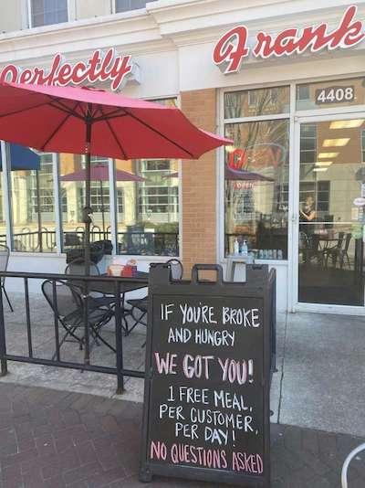 Restaurante americano cria rede de solidariedade entre clientes e oferece refeições grátis para quem precisa 1