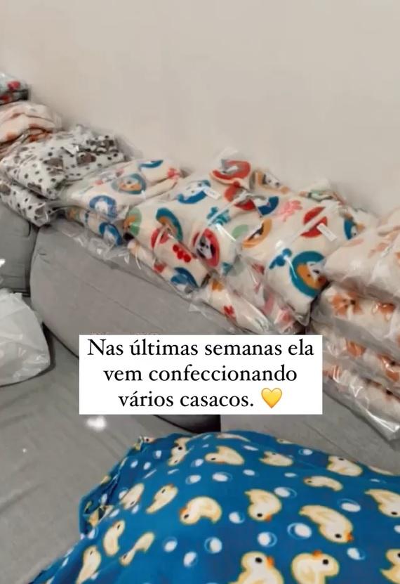 idosa confecciona casacos crianças câncer