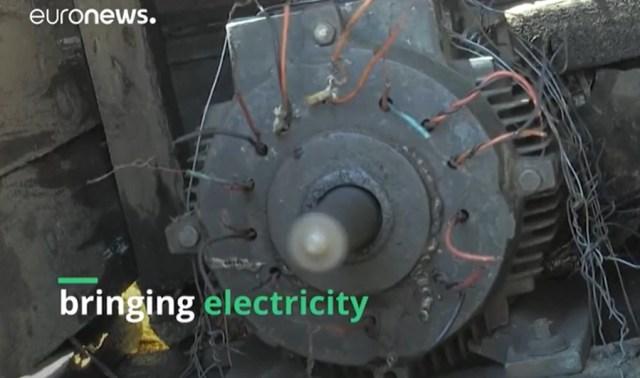 inventor leva luz para sua comunidade carente