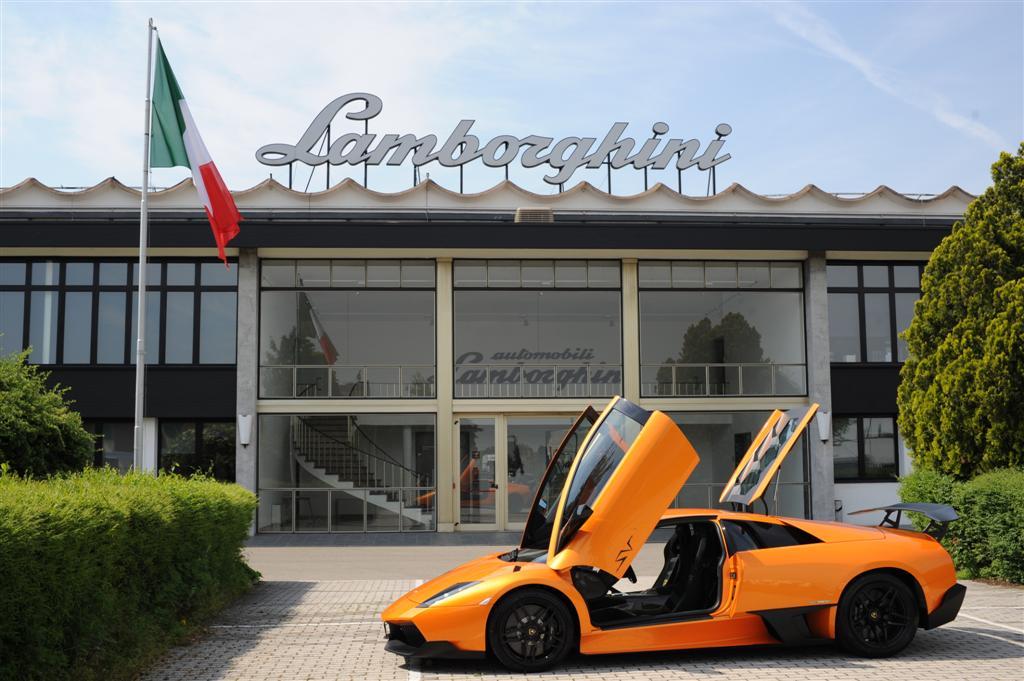 Lamborghini. Cauta un toreador in dreapta