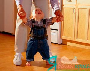 Tieni il bambino a mani e vai con lui