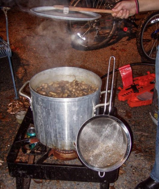 Party Pot Bpoled Peanuts 2003
