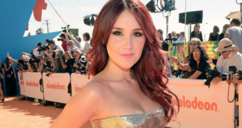 Dulce María surpreende seguidores com fotos sem maquiagem no Instagram